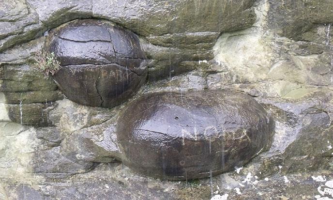 spheres-de-pierre-alpes-france-688po