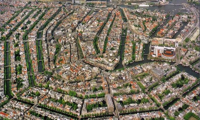 Amsterdam-Aeria-common-wikimedia-688pol