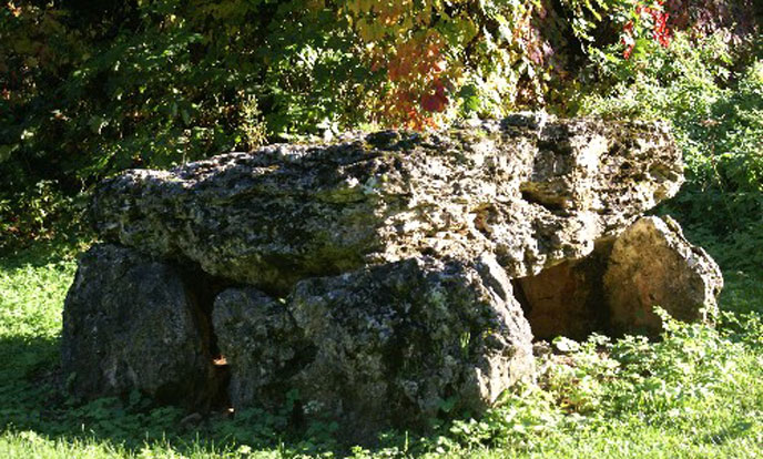 Dolmen-Landes-le-Gaulois-688po