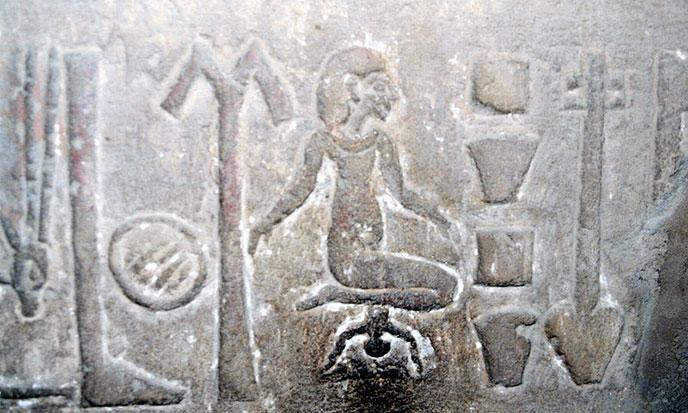 Egypte-hieroglyphe-mettre-au-monde-688po