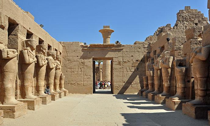 Karnak-cour-688po