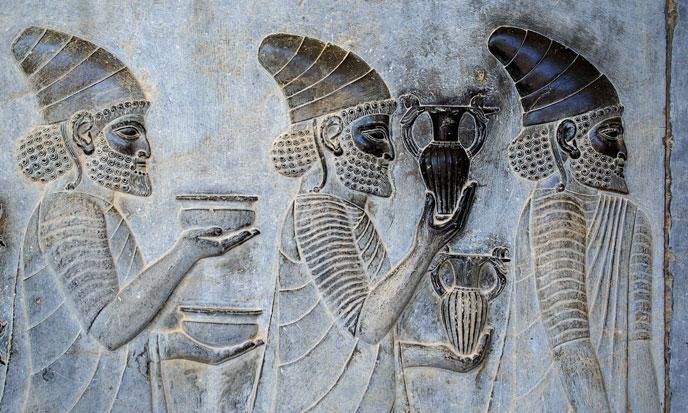 Persepolis_stairs_of_the_Apadana_relief-688po