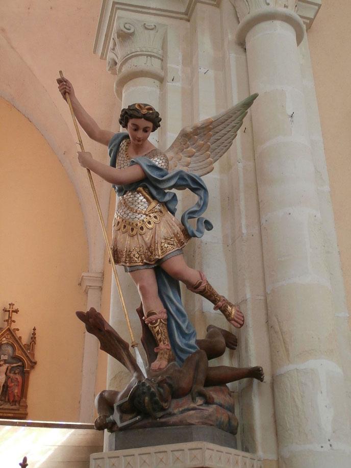 Statue_de_saint_Michel_Archange-688px