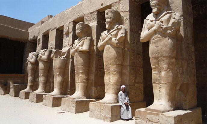atlantes-colonnes-temple-688po