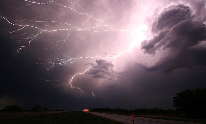 eclair-lightning-pixabay-688po