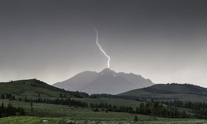 eclair-montagne-lightning-pixabay-688po
