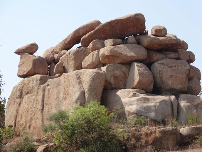 hampi-maudet-sculpture-falaise-688px