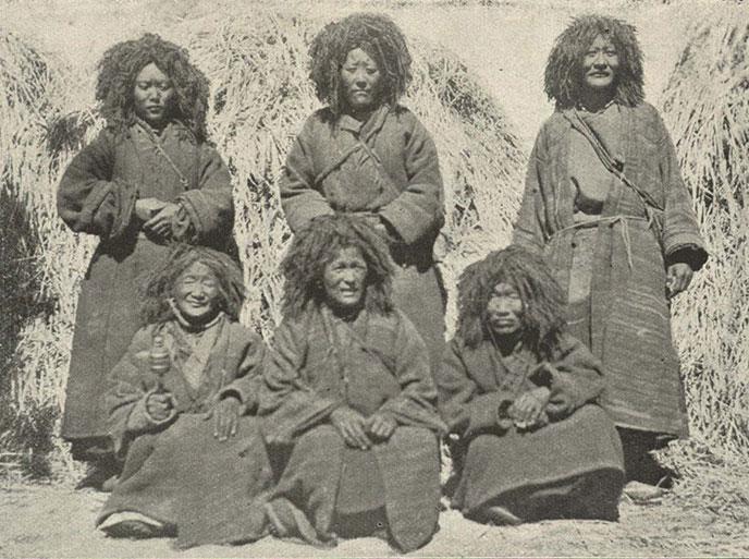 lamas-tibetains-1905-Tibetan-Lamanis-688px