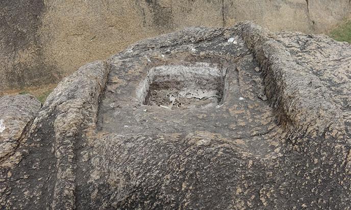 maha-bassin-carre-monolith-688po