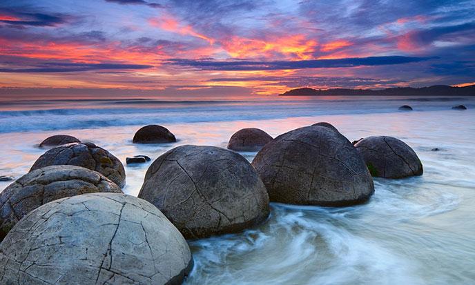 moeraki-boulders-new-zealand-688po