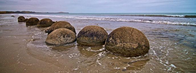 moeraki-boulders-newzealand-688po