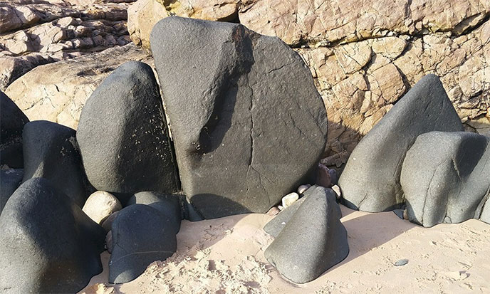 pierres-noires-plage-de-la-fosse-frehel-mz-688po