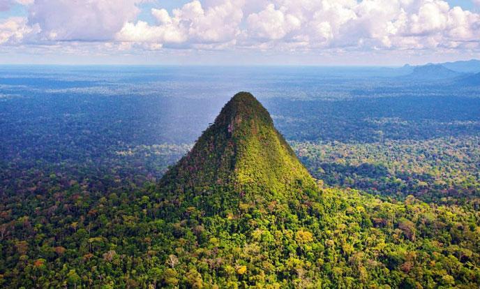 pyramide-amazonie-688po
