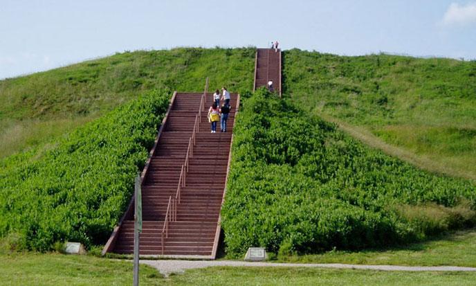 pyramide-cahokia-688po