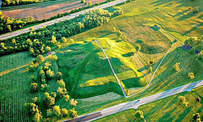 pyramide-cahokia-illinois-688po