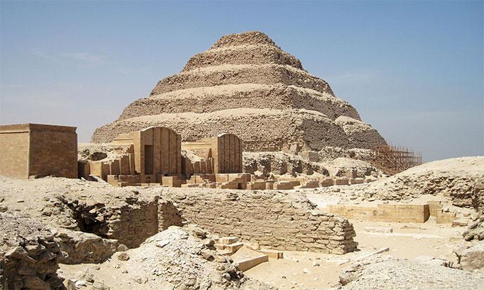 pyramide-djoser-egypte-688po