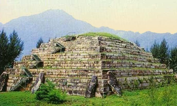 pyramide-pseudo-chinoise-688po