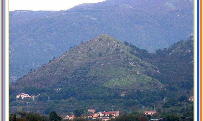 pyramide-santa-agata-dei-goti-italie-688po