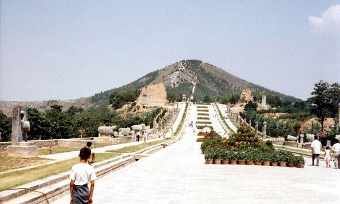 !pyramide-tumulus-chine-688po