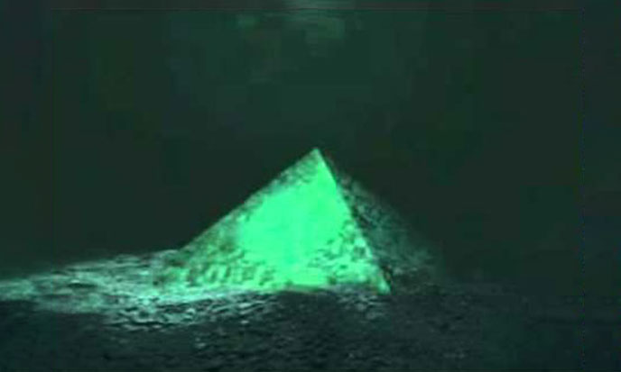 pyramides-cristal-bermudes-688po