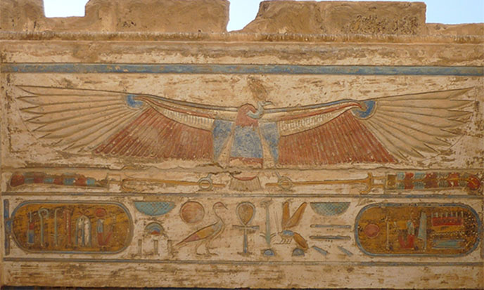 serpent-vautour-ceramique-mur-crenele-688po