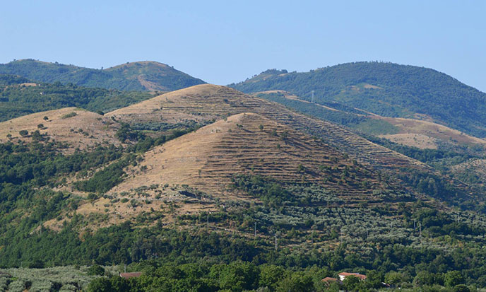 trois-pyramides-milan-italie-688po