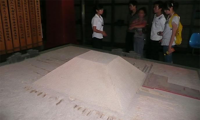 xian-pyramide-maquette-688po