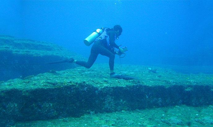 yonaguni-plongeur-seul-688po